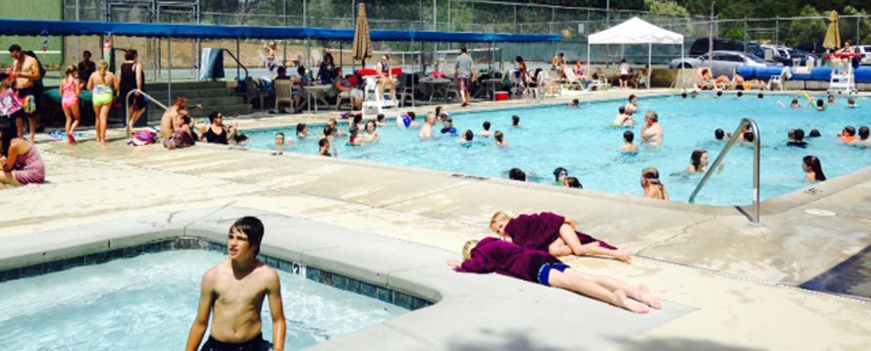 yloa-pool-full-crowd